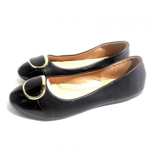 Black leather flat shoes for ladies